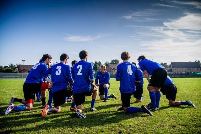 activité physique football terrain rural équipe