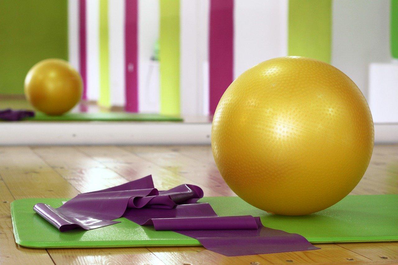 gym-pilates-renforcement-musculaire-renforcer-son-corps-ballon-elastique-bien-etre