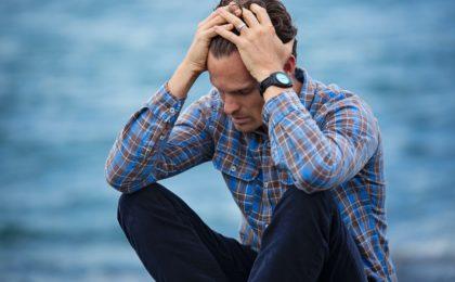 homme stress post traumatique détresse thérapie